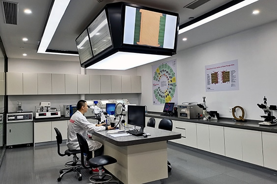 Global lab China - inspection of a PCB microsection